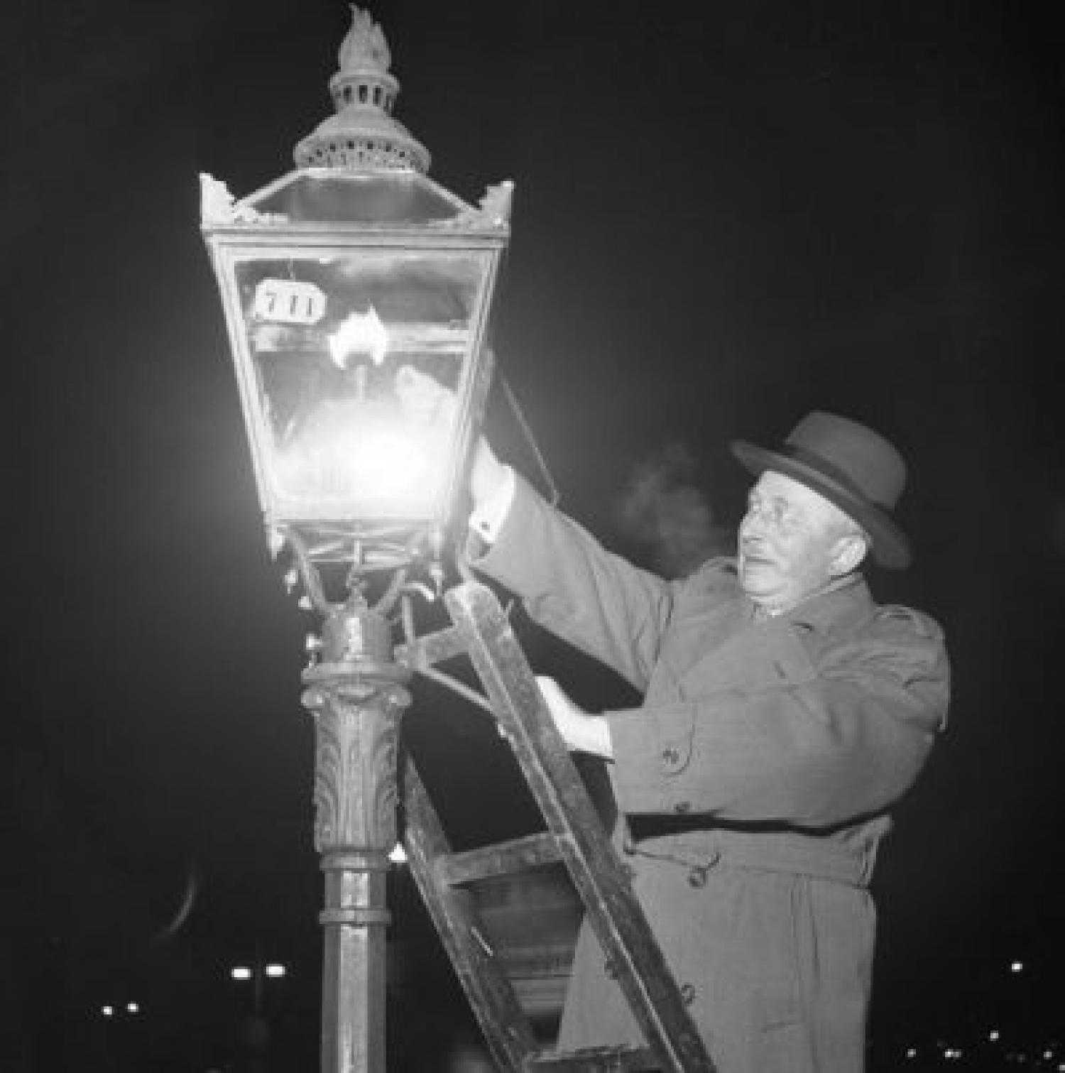 Antique Street Lighting   Childhood Memories   Main Image