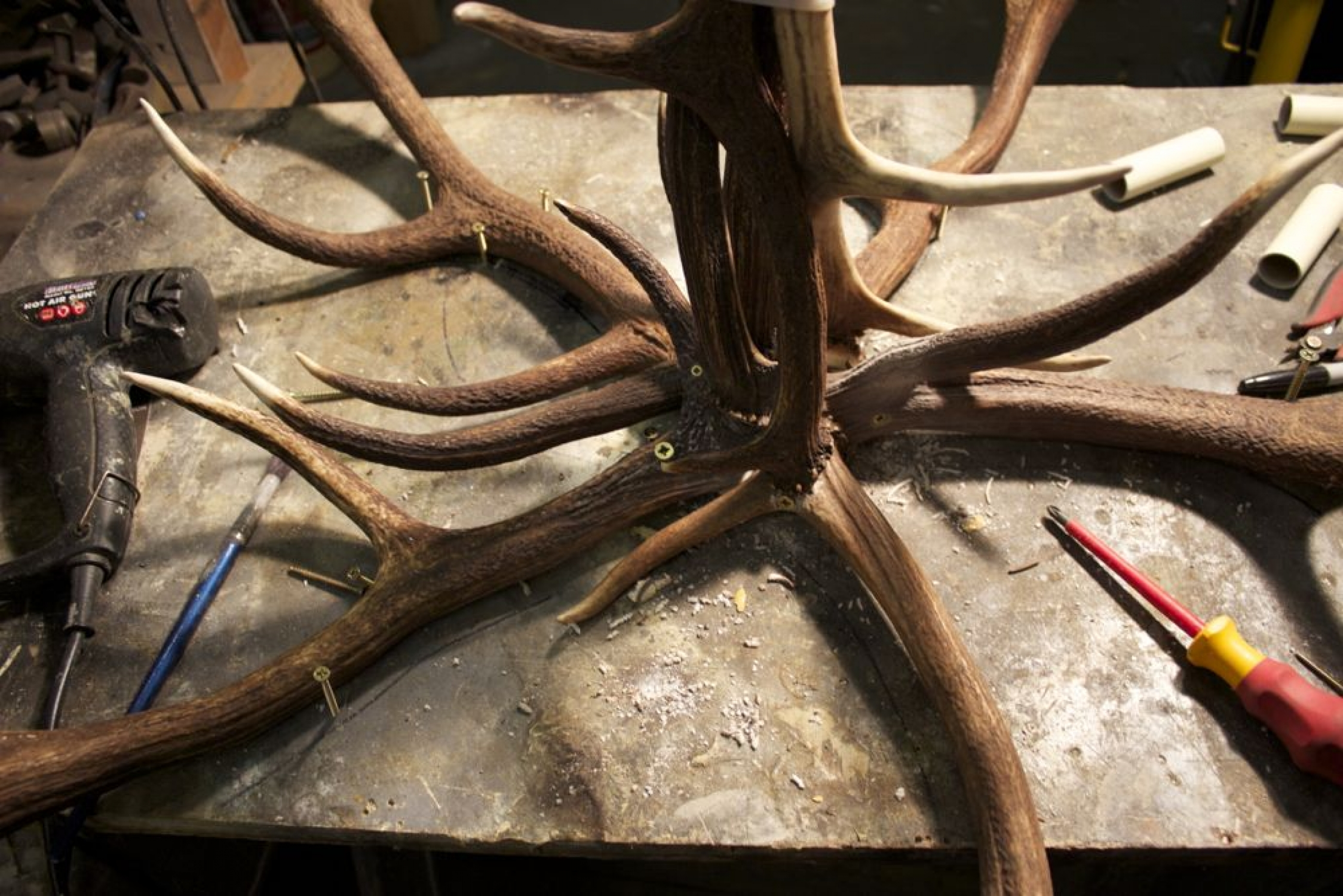 Making An Antique Chandelier From Antlers Main Image