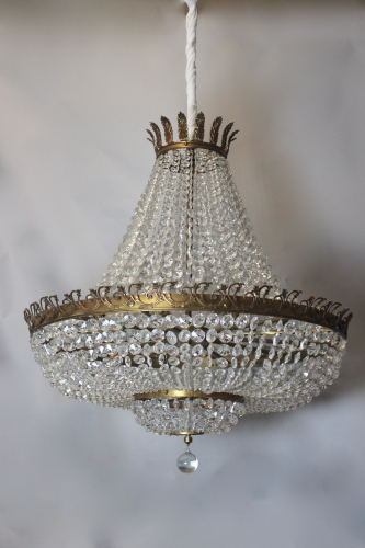Spectacular large crystal chandelier with 18 lightpoints